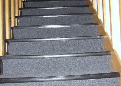 wykładzina dywanowa na schodach