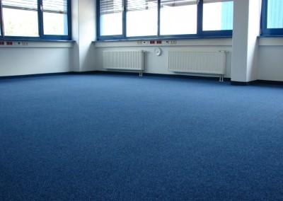 wykładzina dywanowa niebieska